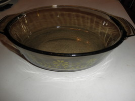 VINTAGE  SMOKED BROWN GLASS YELLOW DAISY DESIGN OPEN CASSEROLE 7 x 9 wid... - $20.74