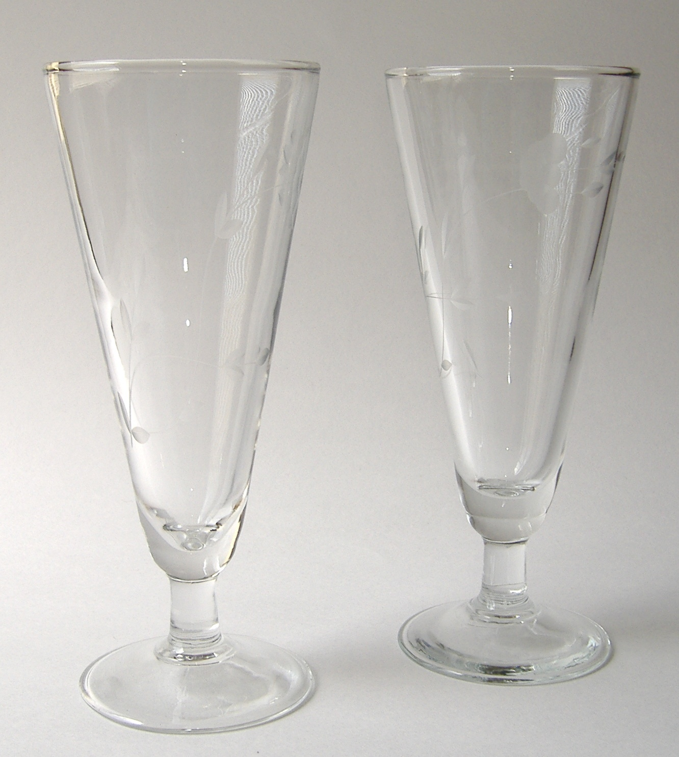 2 princess house heritage stemmed pilsner beer handblown for Princess housse