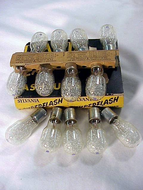 Sylvania Bantam 8 Bayonet Base Flashbulbs (12 bulbs) (No 28)