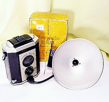 Brownie Reflex Syncro w/ Box w/ Flash (127 film) (287)
