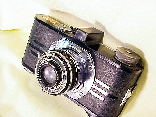 Early Argus Bakalite 35mm Camera with folding lens (157S)