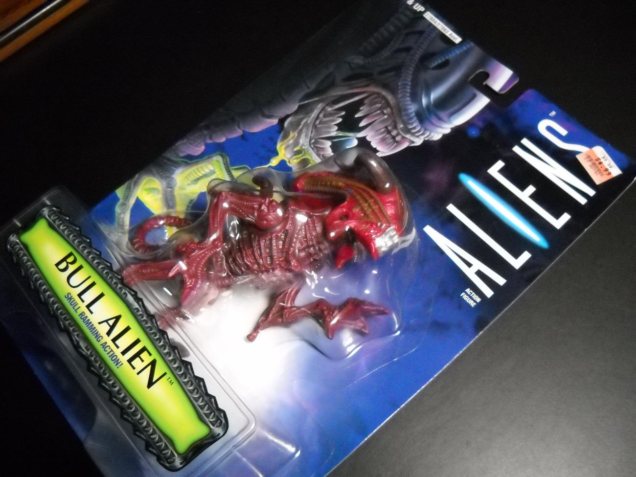 Kenner Hasbro Aliens 1996 Bull Alien Ramming Action Factory Sealed Blister Card