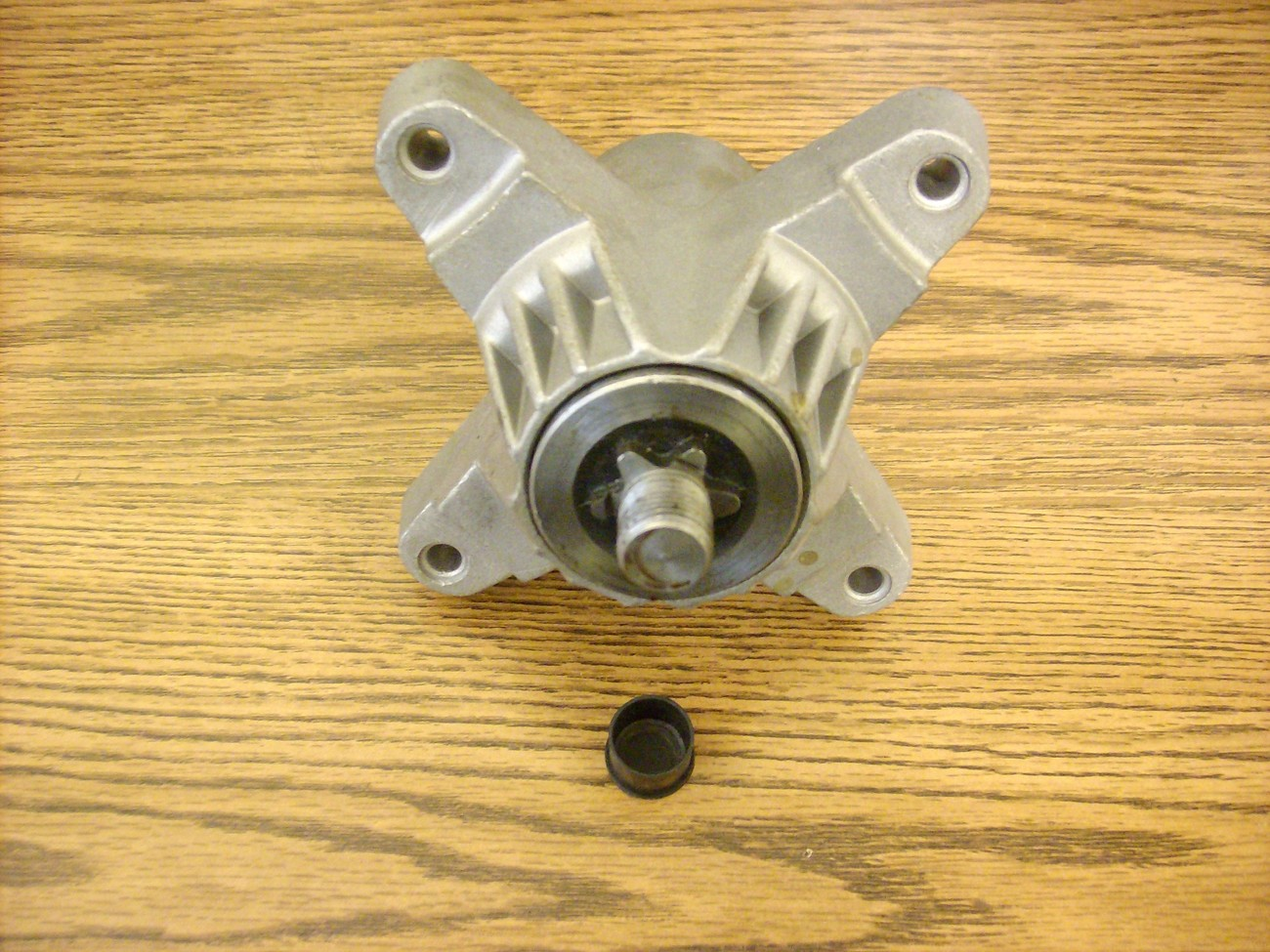 MTD, Troy Bilt, Cub Cadet deck spindle 618-0138 / 618-0142 / 918-0138 / 918-0142