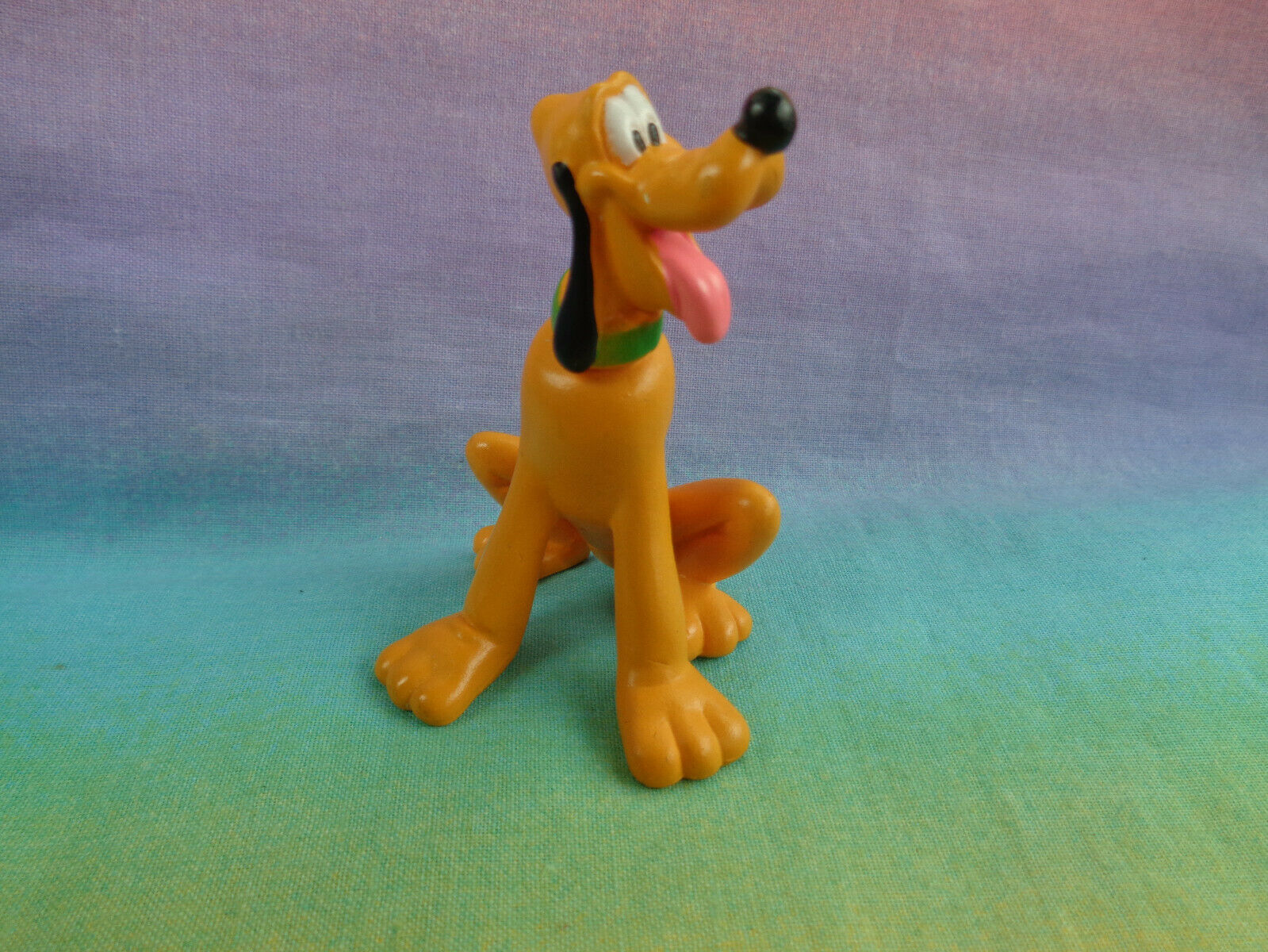 Disney Miniature Pluto Sitting PVC Figure / Cake Topper