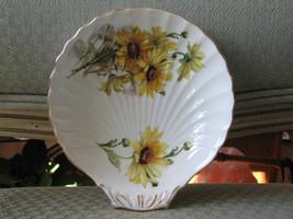 "Royal Standard Fine Bone China Brown Eyed Susan Shell Shape Dish 5"" x 5.... - $12.99"