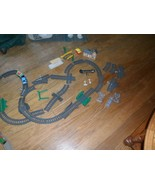 Thomas the Train 45 pc.29 Dark Gray Track Mattel Gullane,2 cars,building... - $34.64