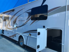 2018 Thor Motor Coach Hurricane 31Z FOR SALE IN Bakersfield, CA 93311 image 3