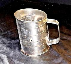 Bromwell's No. 39 3-Cup Measuring Sifter AA18 - 1185 Vintage image 6