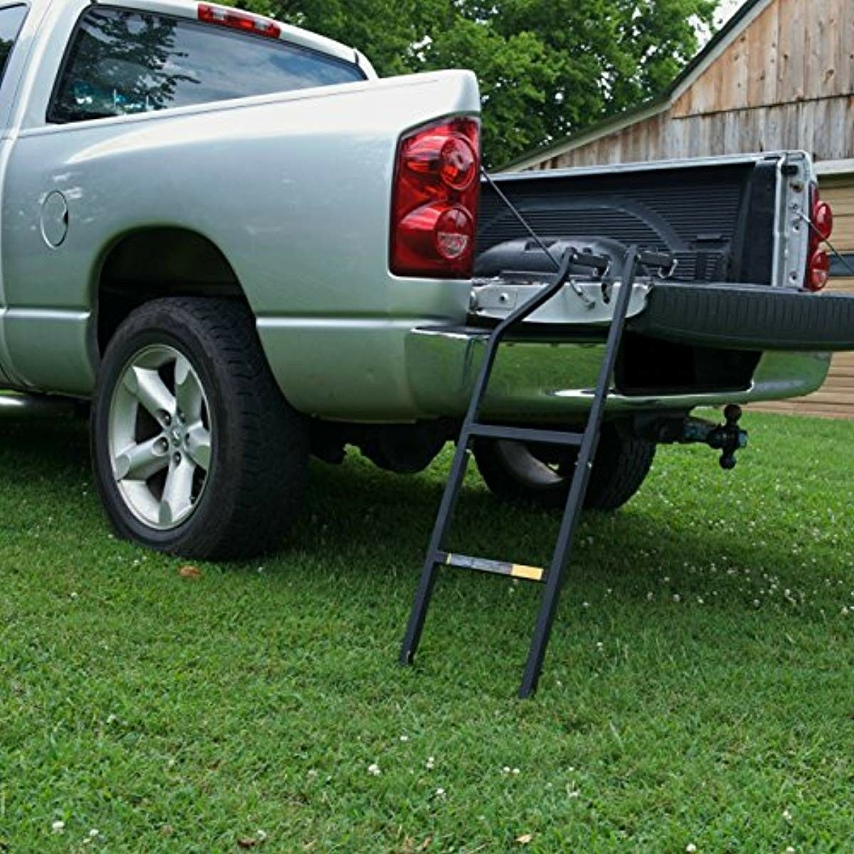 Ground Support Sturdy Easy Install Tail Gate Step Ladder 300 Pound Capacity