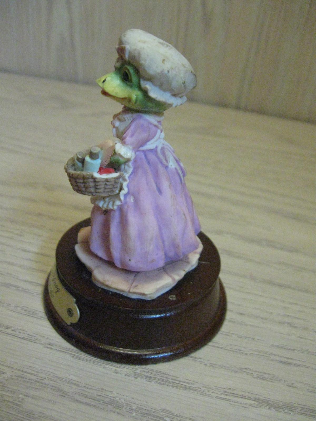 Figurine Felicity Frog Leonardo Little Nook Village LN-26  1989 image 2