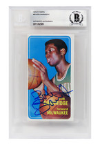 Bob Dandridge Signed Milwaukee Bucks 1970-71 Topps Tall Boy Rookie Card -BECKETT - $147.51