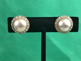Vintage Imitation Pearl Center Rhinestone Clip On Earrings Collectible Gift - $4.80