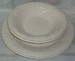 2 Gibson White Embossed Fruit Floral Dinner Plates and 2 Soup Cereal bowl - $24.74