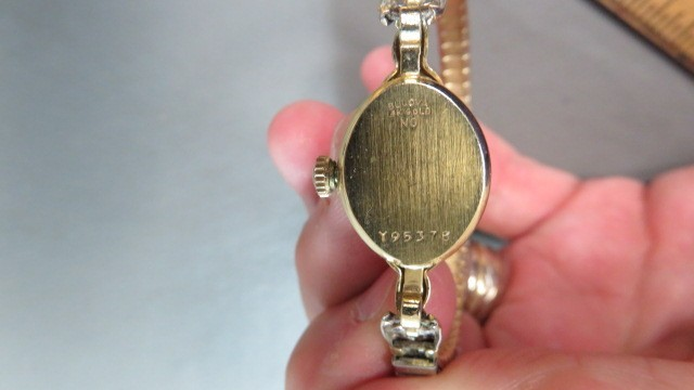14k gold vintage analog wind up womens Bulova gold watch-Onyx stones-10.9 grams image 5