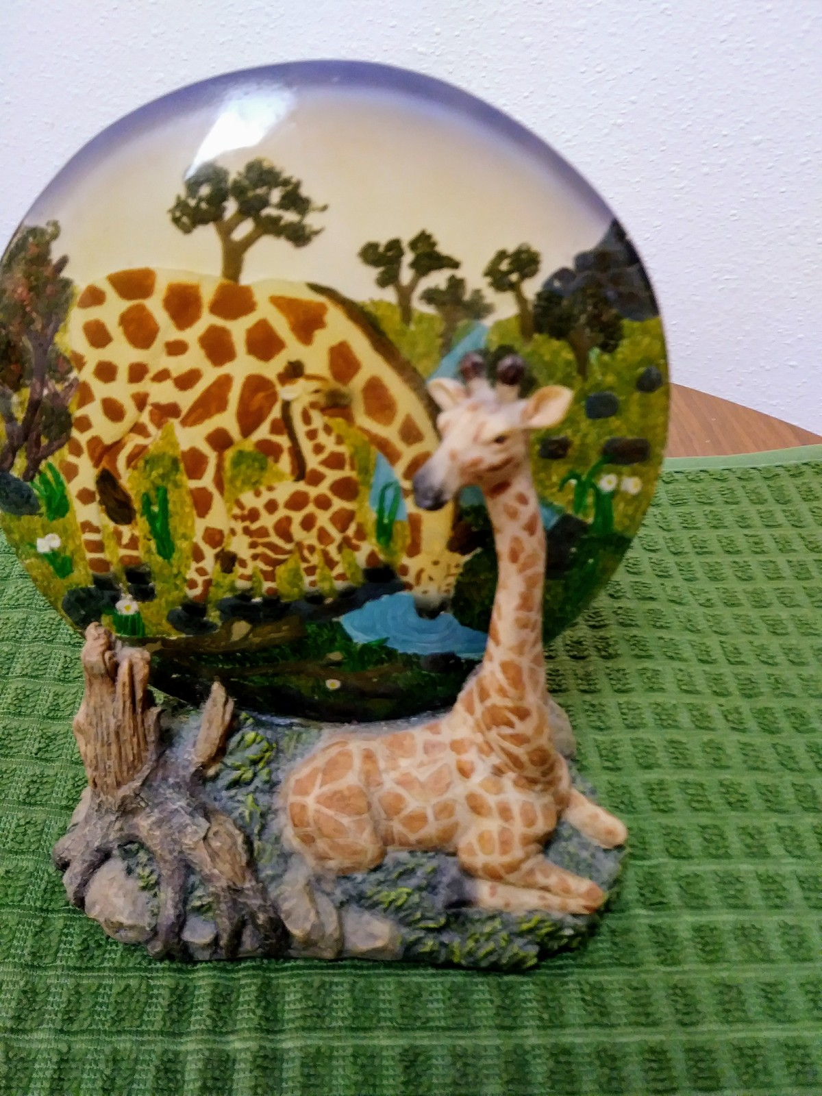 Unique Resting Giraffe Statue & Mother/ Baby Plate on Rockery Base made in China