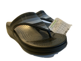 CROCS Women 11 Ombre Monterey Bead Stripe Black/ Gray Thong Sandals Flip Flops - $49.97