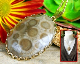 Vintage Petoskey Stone Cabochon Pendant Necklace Gold Tone Michigan - $32.95