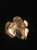 Vintage 60s large Gold Flower with 1 center pearl brooch image 2