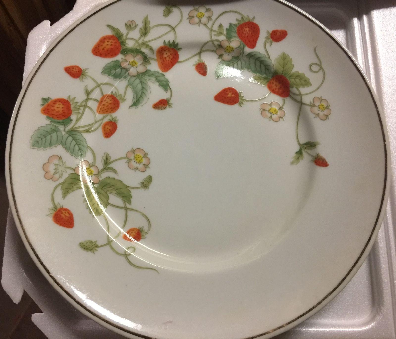 VTG 70s AVON Strawberry Porcelain 22K Gold Rimmed Collector's Plate/6 Soaps~NIB image 3