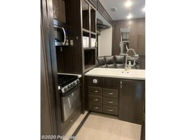2018 Jayco Seismic 4250 FOR SALE IN Cascade, IA 52033 image 9