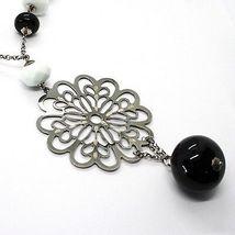 Collar Plata 925 , Ónix Negro, Ágata Blanca, Flor Trabajado Colgante image 3