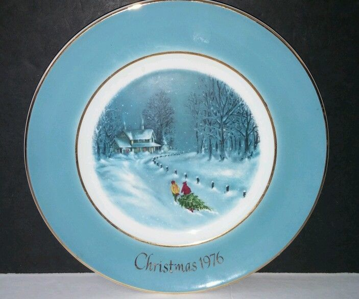 Avon Christmas Plate 1976 Bringing Home The Tree by Enoch Wedgwood