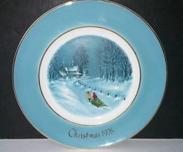 Avon Christmas Plate 1976 Bringing Home The Tree by Enoch Wedgwood - $14.01