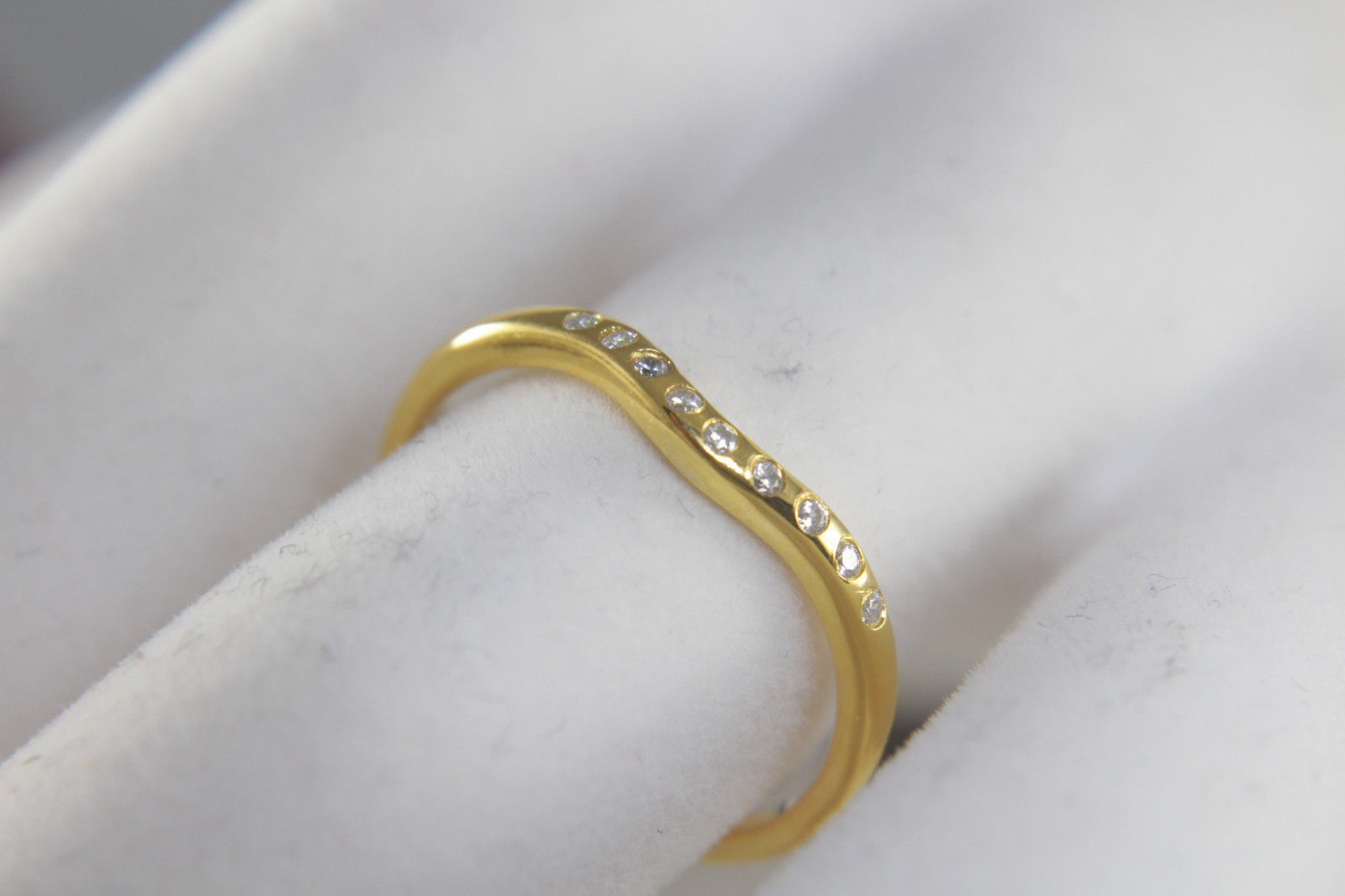 Solid 18k Yellow Gold Simple Yet Elegant White Diamond Curved Anniversary Ring