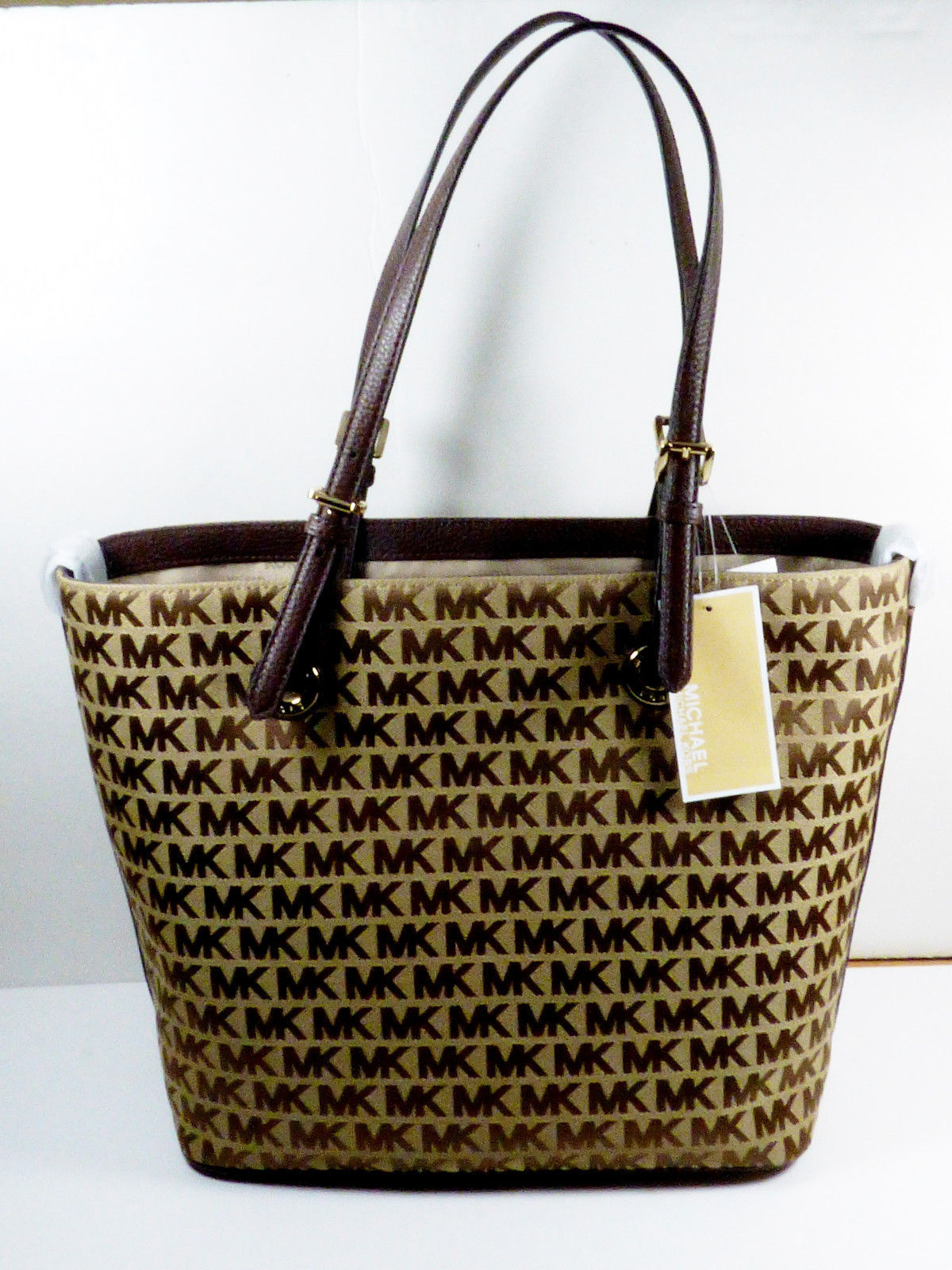fb7d6843710f NWT MK Michael Kors Jet Set Large Pocket and 42 similar items. S l1600