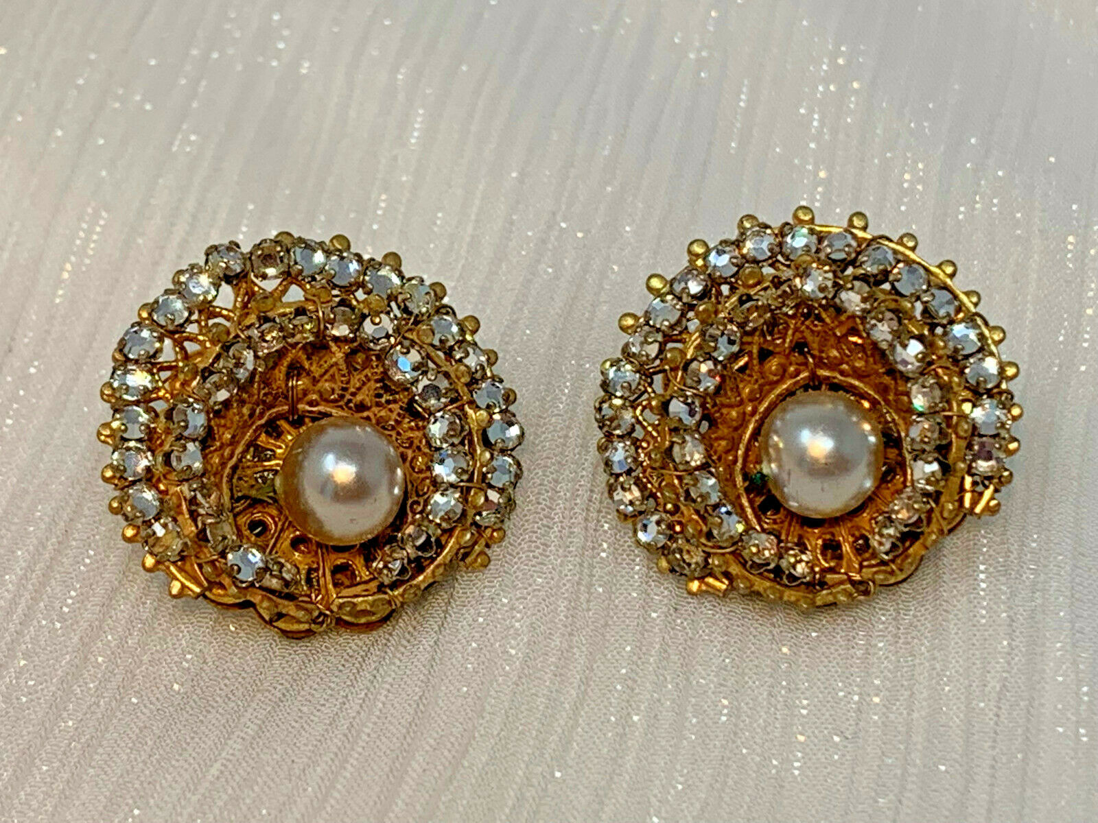 MIRIAM HASKELL GOLDPLATE DOUBLE ROW RHINESTONES FAUX PEARL CLIP EARRINGS 19-48