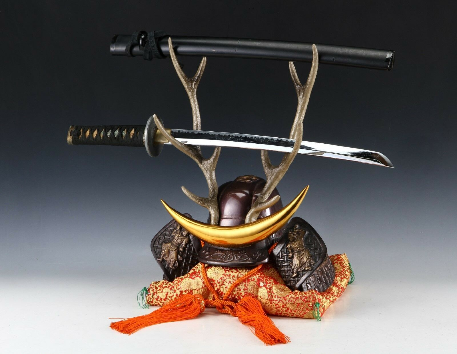 Japanese Beautiful Samurai Helmet -shikanosuke kabuto- with a Replica Blade image 11