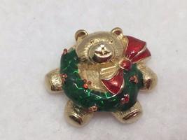 Vintage Teddy Bear w/ Wreath Christmas Brooch Xmas Holiday 22383 Pin - $14.84