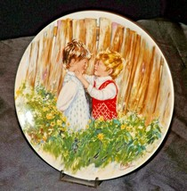 """1981 """"Be My Friend""""   Wedgewood by Mary Vickers AA20-2301 Vintage Commemorative  image 1"""