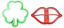 Kiss Me Im Irish Saint Patricks St Pattys Day Set Of 2 Cookie Cutters US... - $3.99