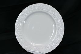 """Libbey White Embossed Holly Dinner Plates 10.75"""" Xmas Gold Trim Lot of 8 image 4"""