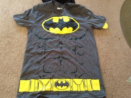 DC Comics Gray Batman Costume T Shirt w Muscles & Detachable Black Cape Mens sm - $9.49