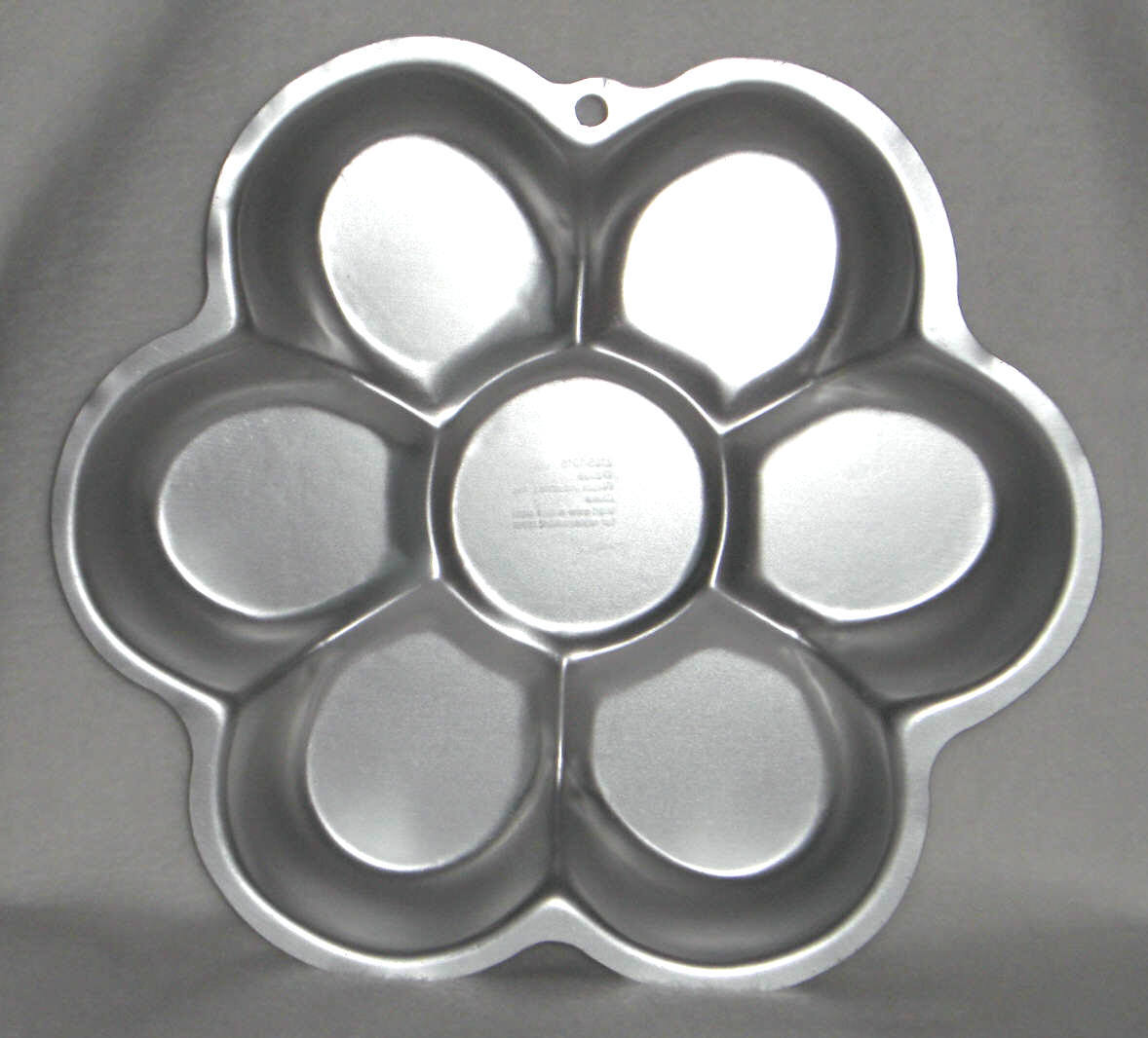 Primary image for Wilton Cake Pan DANCING DAISY 2105-1016 2006