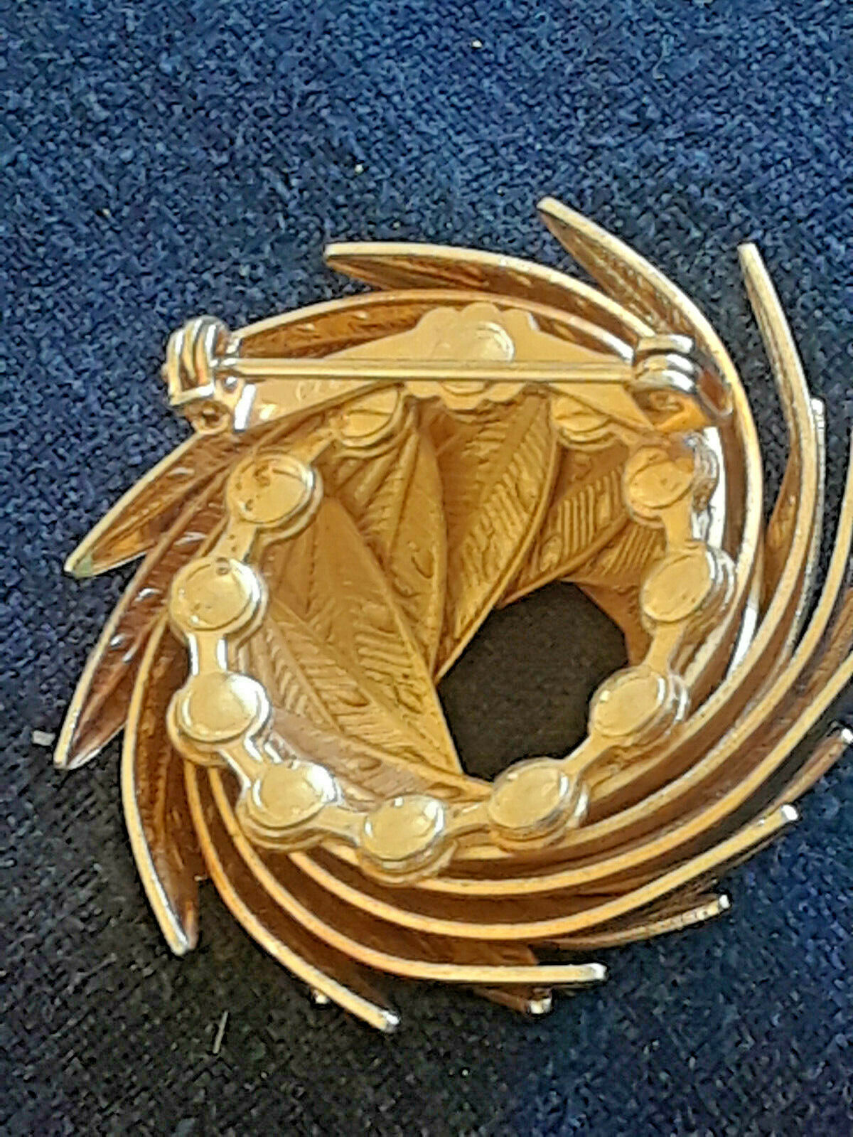 Vintage Very Unique SIgned Coro Wrapped Dimensional Leaves Gold Tone Pin Brooch image 3