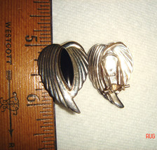 VTG 925 STERLING SILVER MODERN RIBBED ANGEL HEART WINGS BLACK ONYX CLIP ... - $137.99