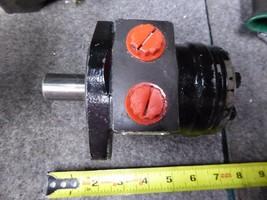 White Hydraulic Motor 145025XX1b1AAAAA image 1