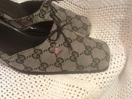 Gucci Gray Black Mule/ Slip On's w Chunky Low Style Heel (Wm's) Size 9 - $222.13