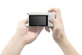 Sony Alpha A5000 White Mirrorless Digital Camera with 16-50mm Lens Kit image 9