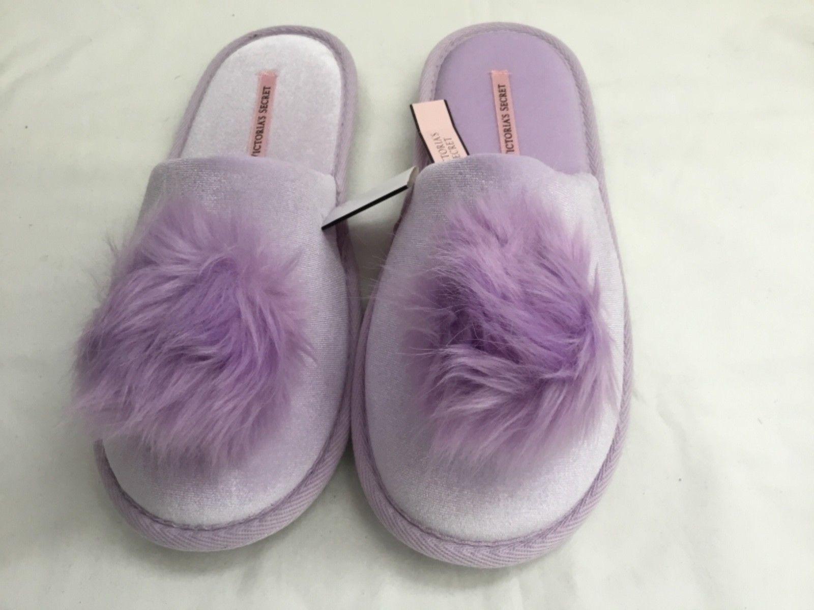 Victoria's Secret  Womens Dreamy Lavendar Pom Pom Velvet Slippers Size M(7-8)