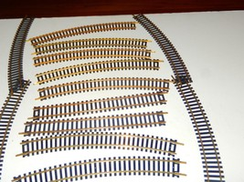 HO-VINTAGE AHM - OVAL OF BRASS TRACK- 12 CURVES / 4 STRAIGHTS- W13 - $3.68