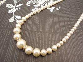 One Strand Embossing Look Cream Glass Pearl Necklace with Sparkle Spacer - £25.12 GBP