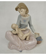Lladro Figurine 5845 Dressing The Baby Mother Dressing Child Spain - $153.98