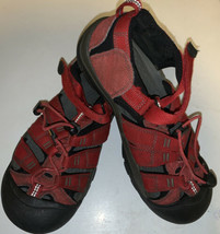 Keen boys hiking sandals size 5 big kids youth - $16.53