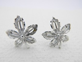 VTG SARAH COVentry Signed Silver Tone Flower Clip Earrings - $9.90