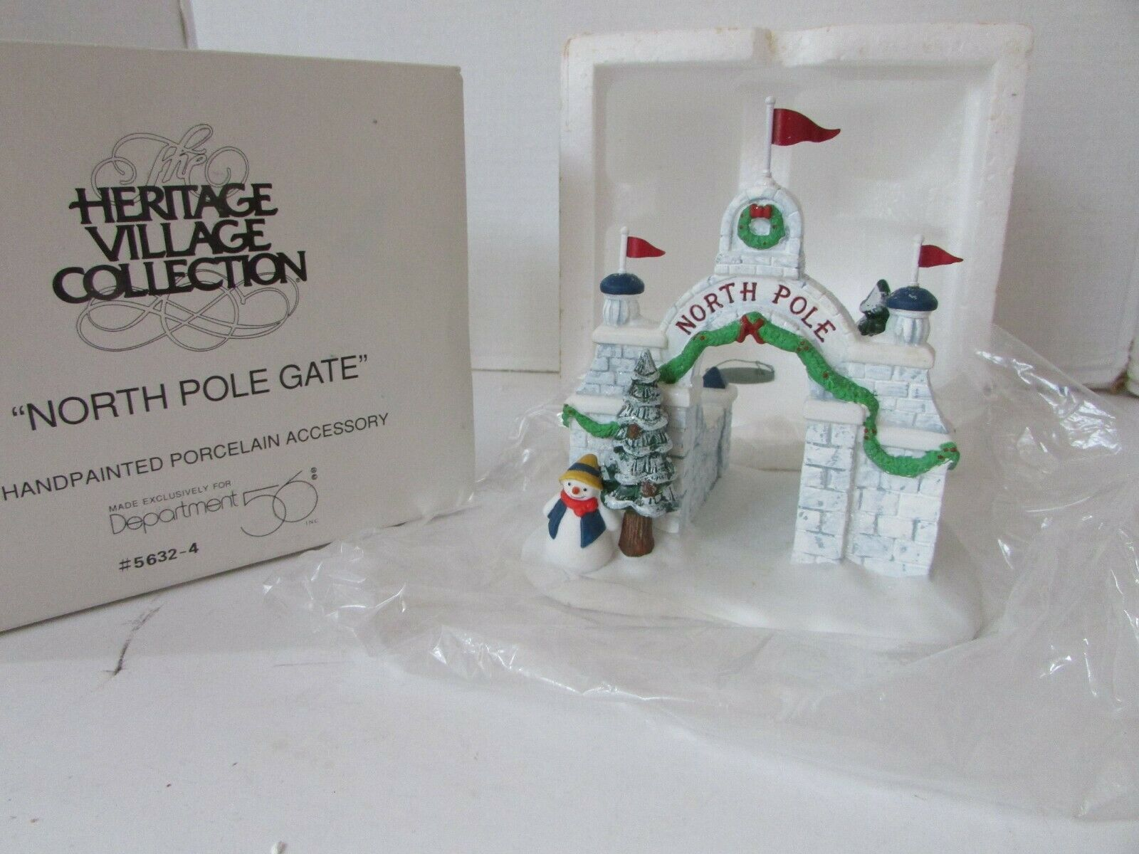 Primary image for DEPT 56 56324 NORTH POLE GATE HERITAGE VILLAGE ACCESSORY D19