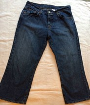 Woman's Lucky Brand Dungarees Classic Fit Jean Capris Crop sz 8 Button Fly - $12.19